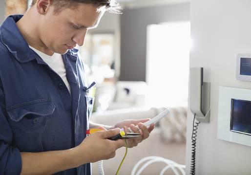 Elektrofachkäfte sollten die Elektroinstallation übernehmen