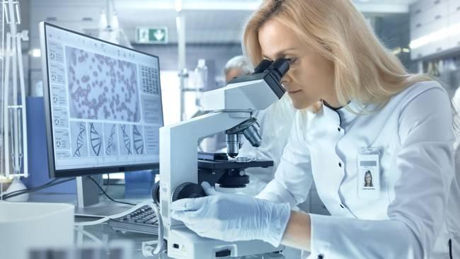 Mikroskopeinsatz im Labor