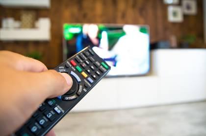 Bedienung eienes Fernsehers per Fernbedienung