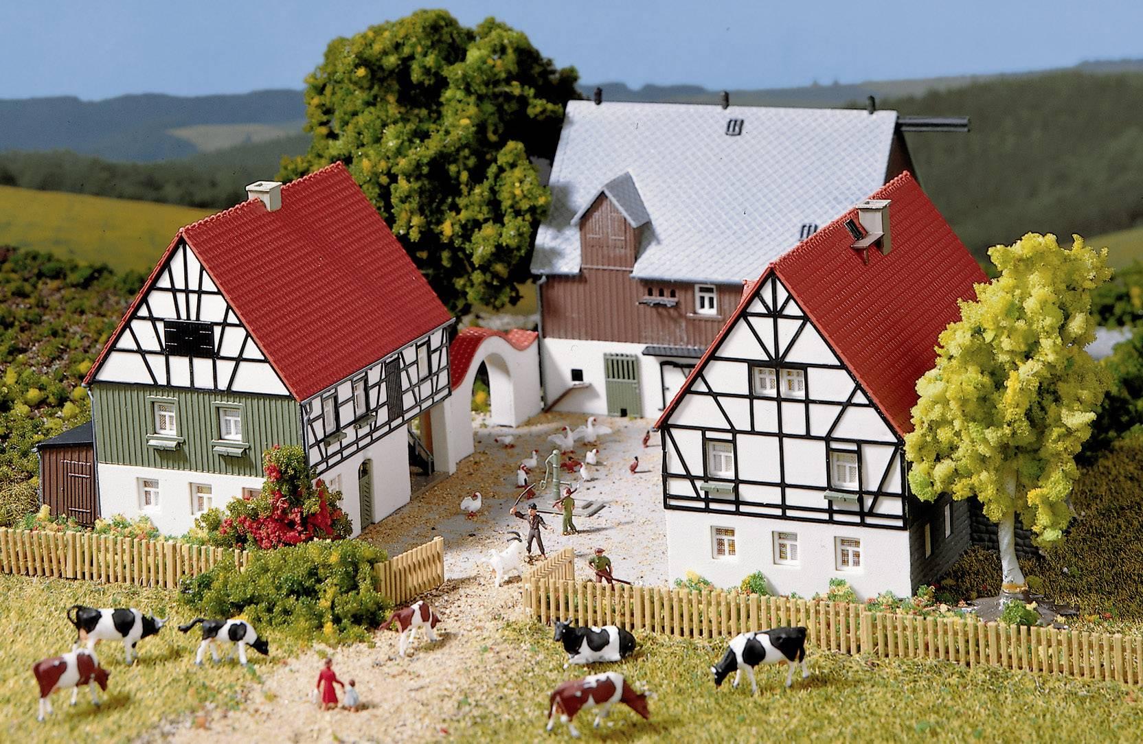 Model farmy k vláčikom Auhagen 12257 H0, TT