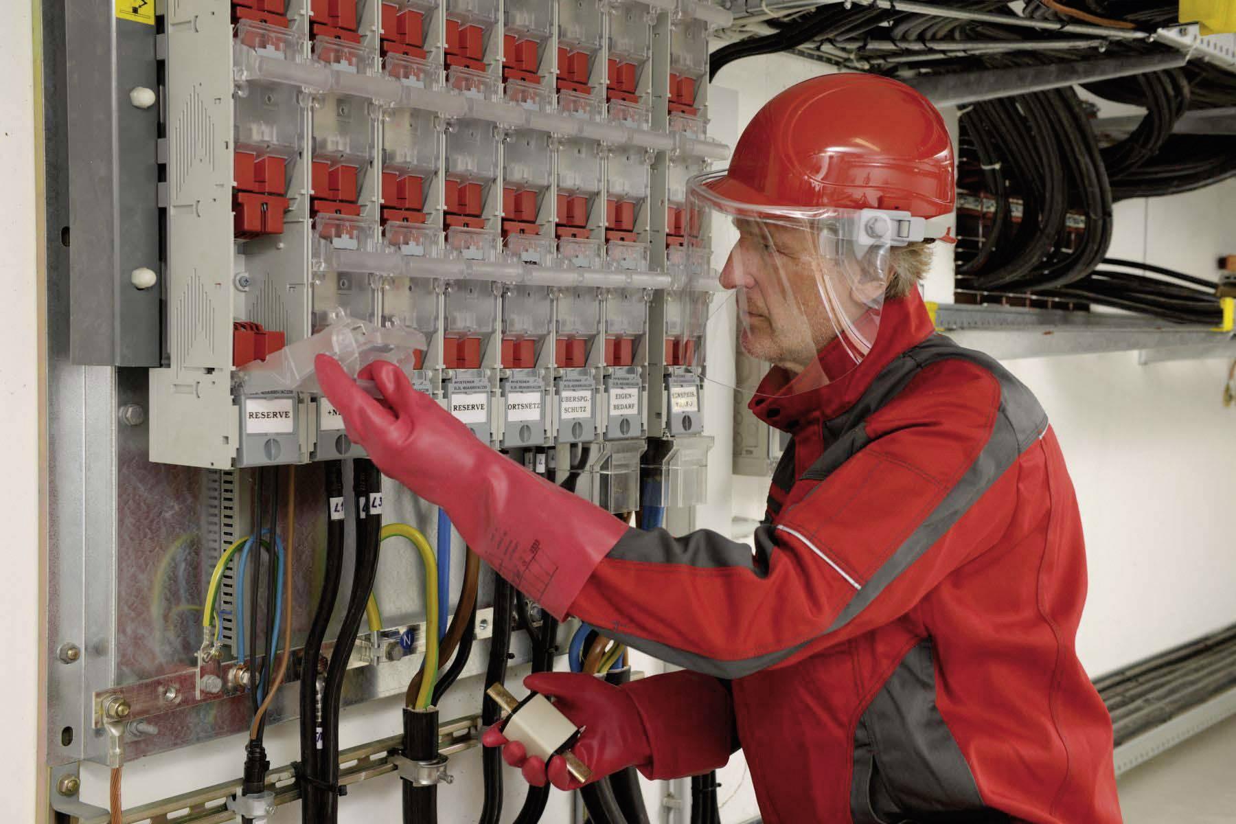 Ochranná PE prilba Voss Helme pre elektrikárov, 6-bodová, zelená
