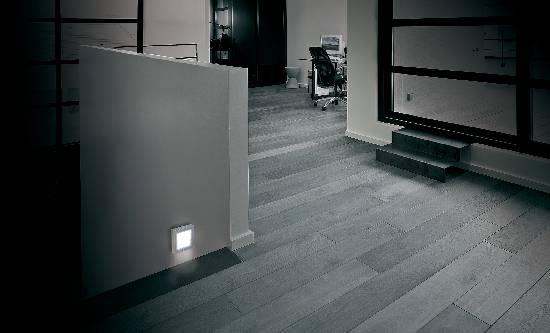 Zásuvkové LED nočné svetlo 1 W, farba svetla biela, strieborná