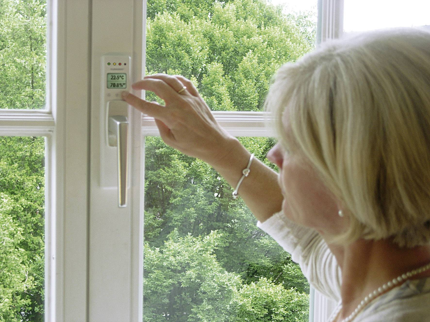 Okenná kľučka s integrovaným teplomerom a vlhkomerom InterBär Klimagriff, biela
