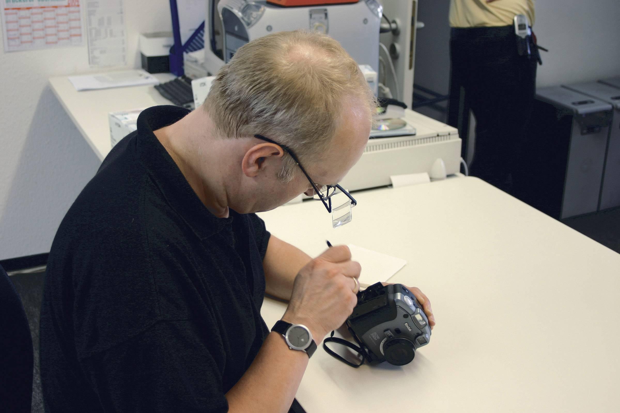 Náhlavná lupa s okuliarmi a 3 zväčšeniami