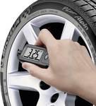 Måleapparat til dæktryk og profildybde på dæk