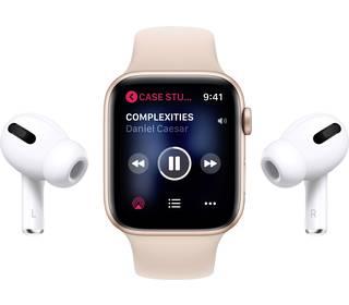 Apple AirPods in Verwendung mit Apple Watch
