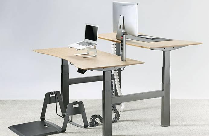Kabelmanagement bei höhenverstellbaren Schreibtischen