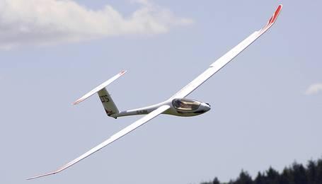 Elektrosegelflugmodell mit abgeschaltetem Antrieb