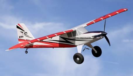 Sportflugzeug mit großen Rädern für Graspisten