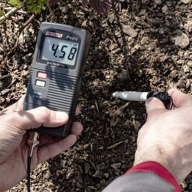pH-Wert des Bodens messen
