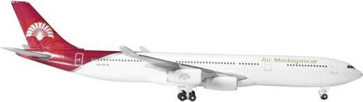 Luftfahrzeug 1:500 Herpa Air Madagascar Airbus A340-300 524889