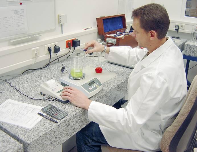 Präzisionswaage im Laboreinsatz