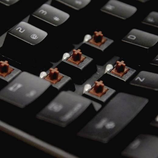 TT eSports Poseidon Z Illuminated USB-Gaming-Tastatur Switch: Brown, Beleuchtet Schwarz/Blau