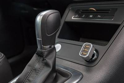 USB-adapter voor de sigarettenaansteker in de auto