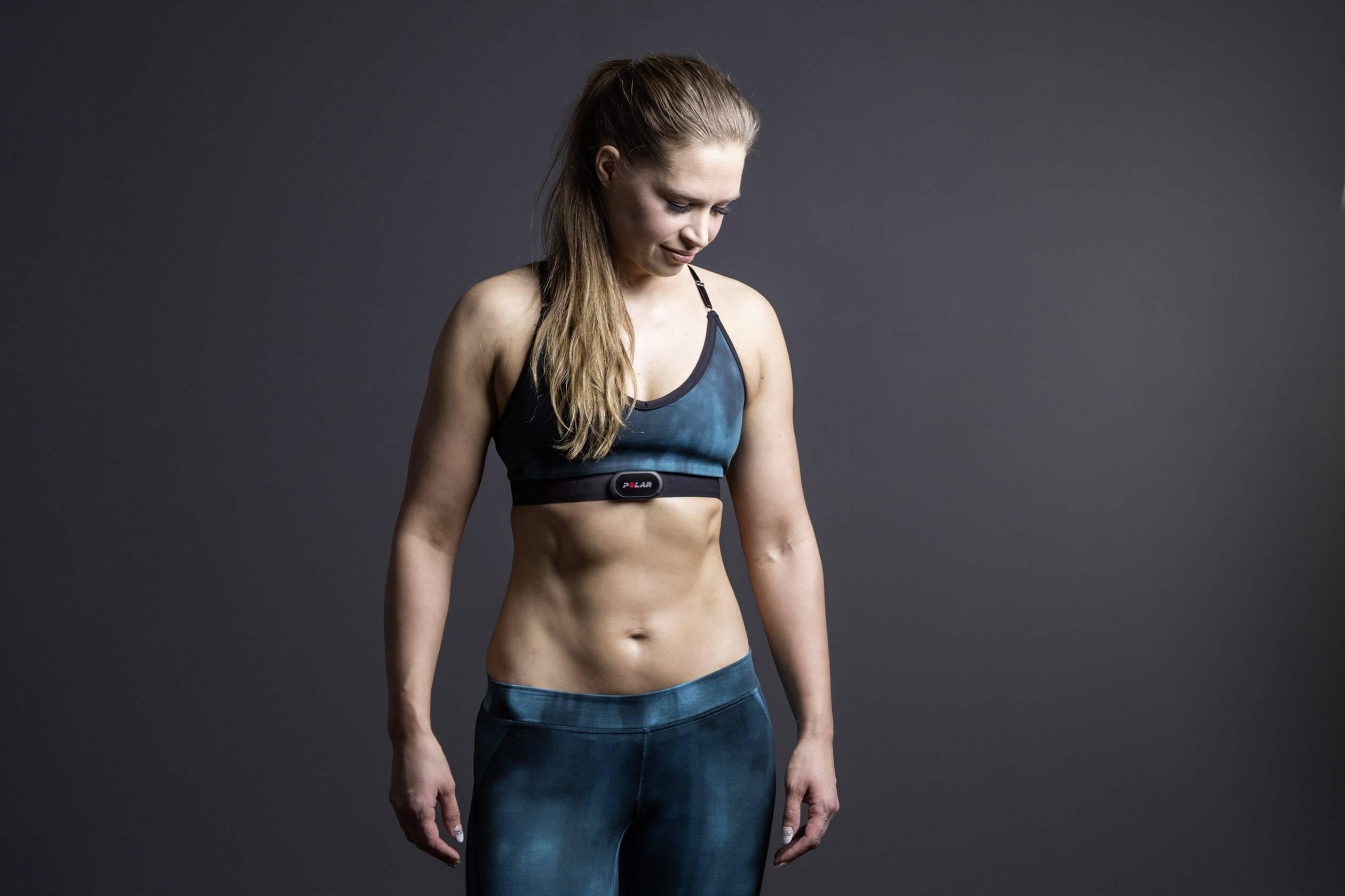 Sportlerin mit Brustgurt
