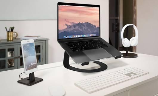 Laptopständer am Arbeitsplatz