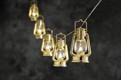 Venkovní svítící řetěz se zlatými lucernami, 8 LED