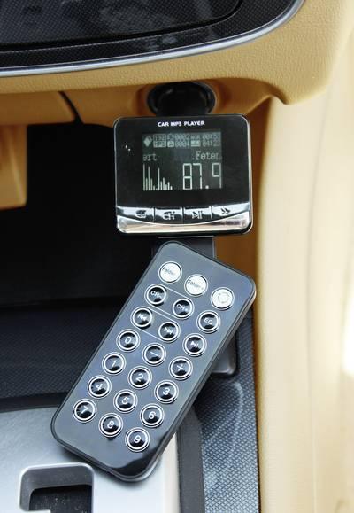 Trasmettitore FM AIV mit Kartenslot con telecomando