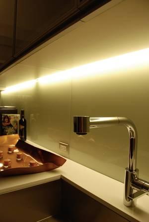 LED-Lichtleiste als Unterbauleuchte