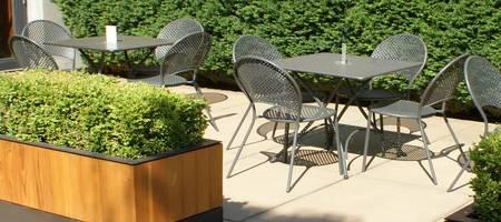 Firmengarten mit Sitzgruppen