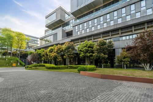 Professionell gestaltete Außenflächen