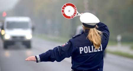 Polizeibeamtin im Einsatz