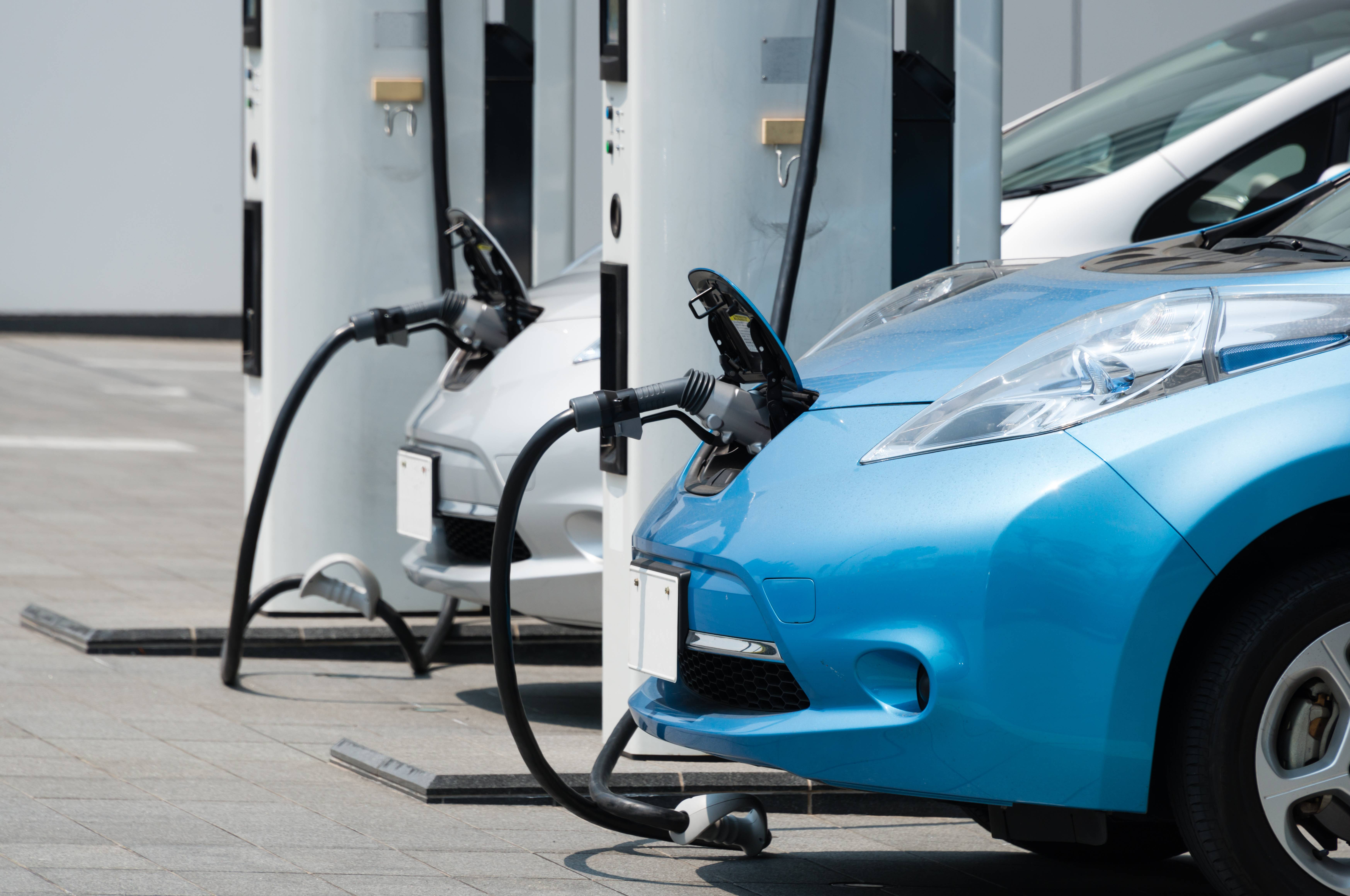 Elektroautos an der Ladestation