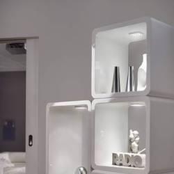 LED Aufbauleuchten heben schöne Deko-Elemente optisch hervor.