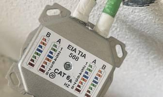 Netzwerkdose patchen: Richtig anschließen und verkabeln