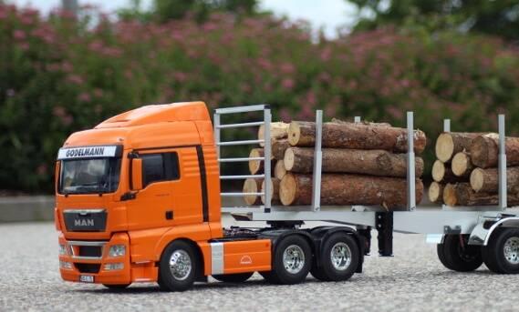 Modell-Truck bei der Arbeit