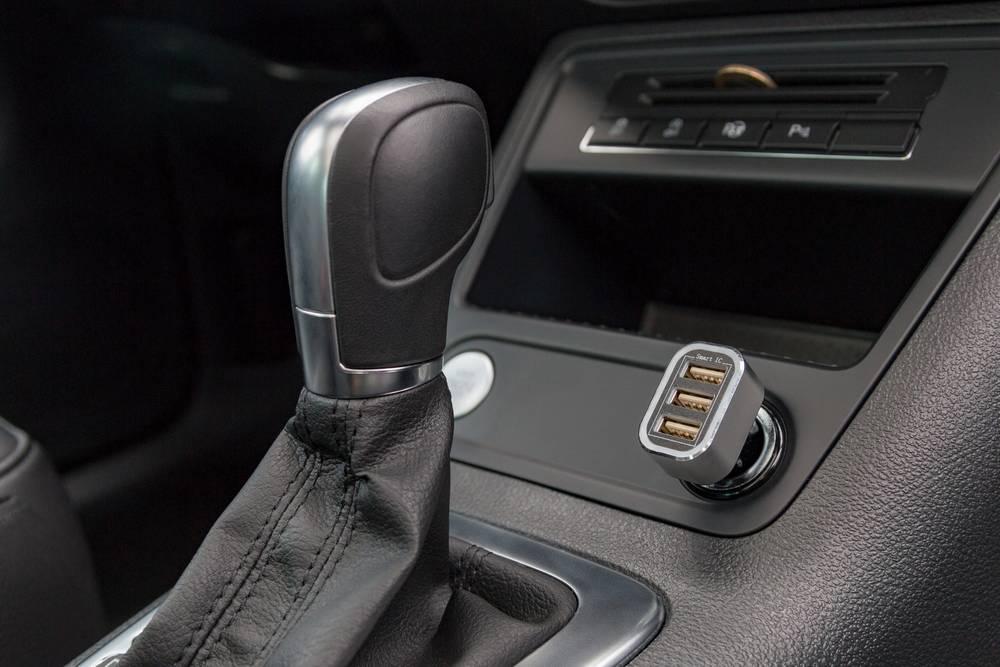 USB-polnilnik za v avto ali tovorno voziloGoobay 44211 izhodni tok (maks.) 5.5 A 3 x USB 2.0 vtič A Auto-Detect