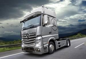 Italeri 510003905 Mercedes Benz Actros MP4 Gigaspace Kamionmodell építőkészlet 1:24 Italeri