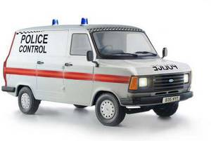 Italeri 510003657 Ford Transit UK Police Autómodell építőkészlet 1:24 Italeri