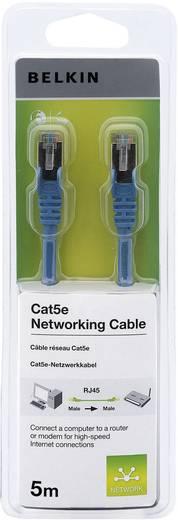 RJ45 hálózati csatlakozókábel, CAT 5e F/UTP [1x RJ45 dugó - 1x RJ45 dugó] kék csatlakozóvédővel, 5 m, Belkin