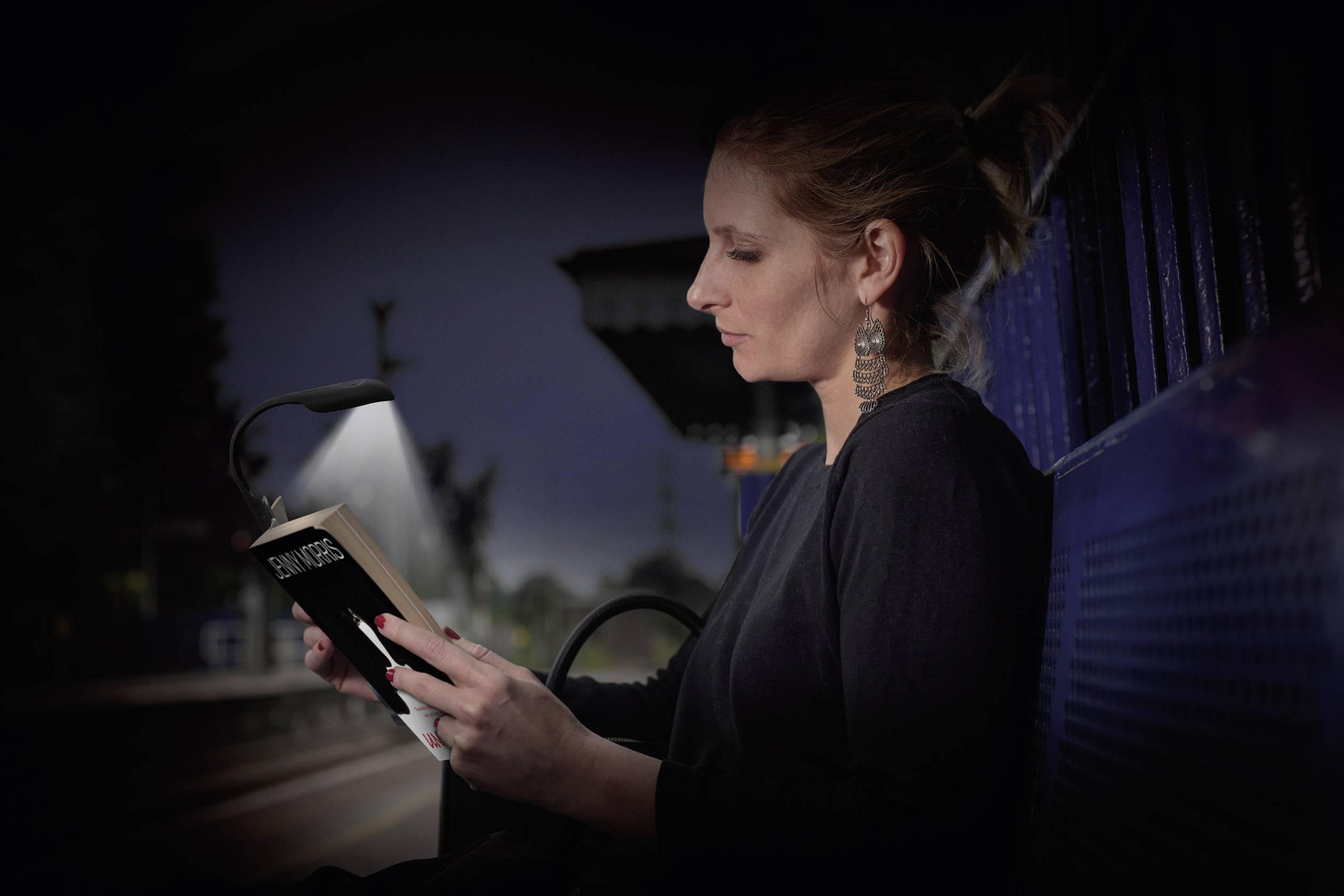 Lampada Da Lettura Energizer.Energizer E300477600 Luce Per Libri Led Nero Blu Conrad It