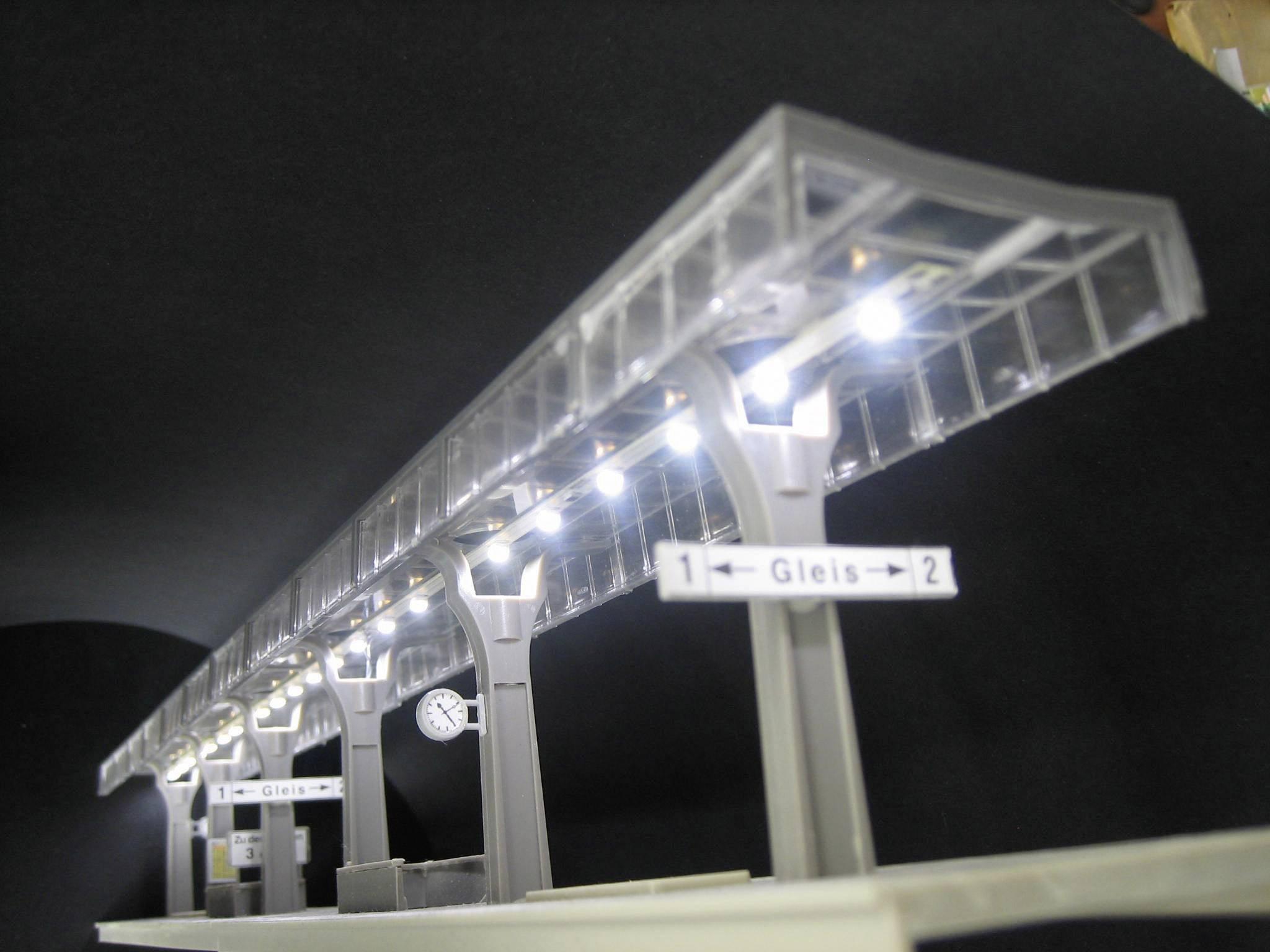 Illuminazione per stazione ferroviaria con cavi bianco mayerhofer