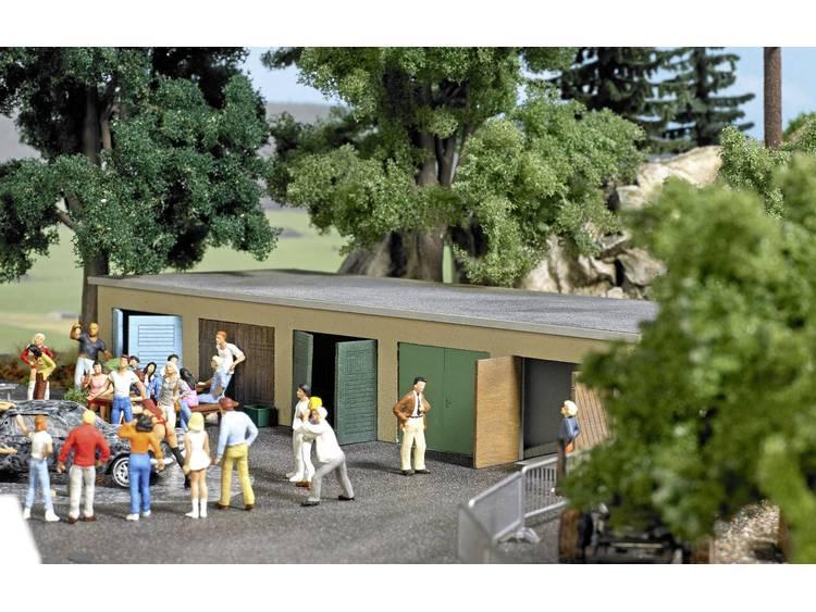 Busch 1648 H0 Garages complex