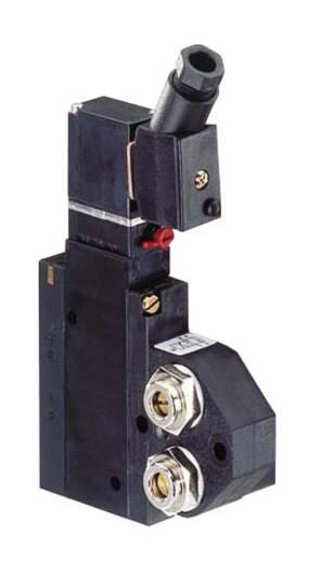 Bürkert 136775 Servogestuurd ventiel 4/2-weg 220 V/DC, 240 V/DC G 1/8 Nominale breedte 4 mm Materiaal (behuizing) Polyamide Afdichtmateriaal NBR Rustpositie uitgang 2 onder druk, uitgang 4 ontlucht