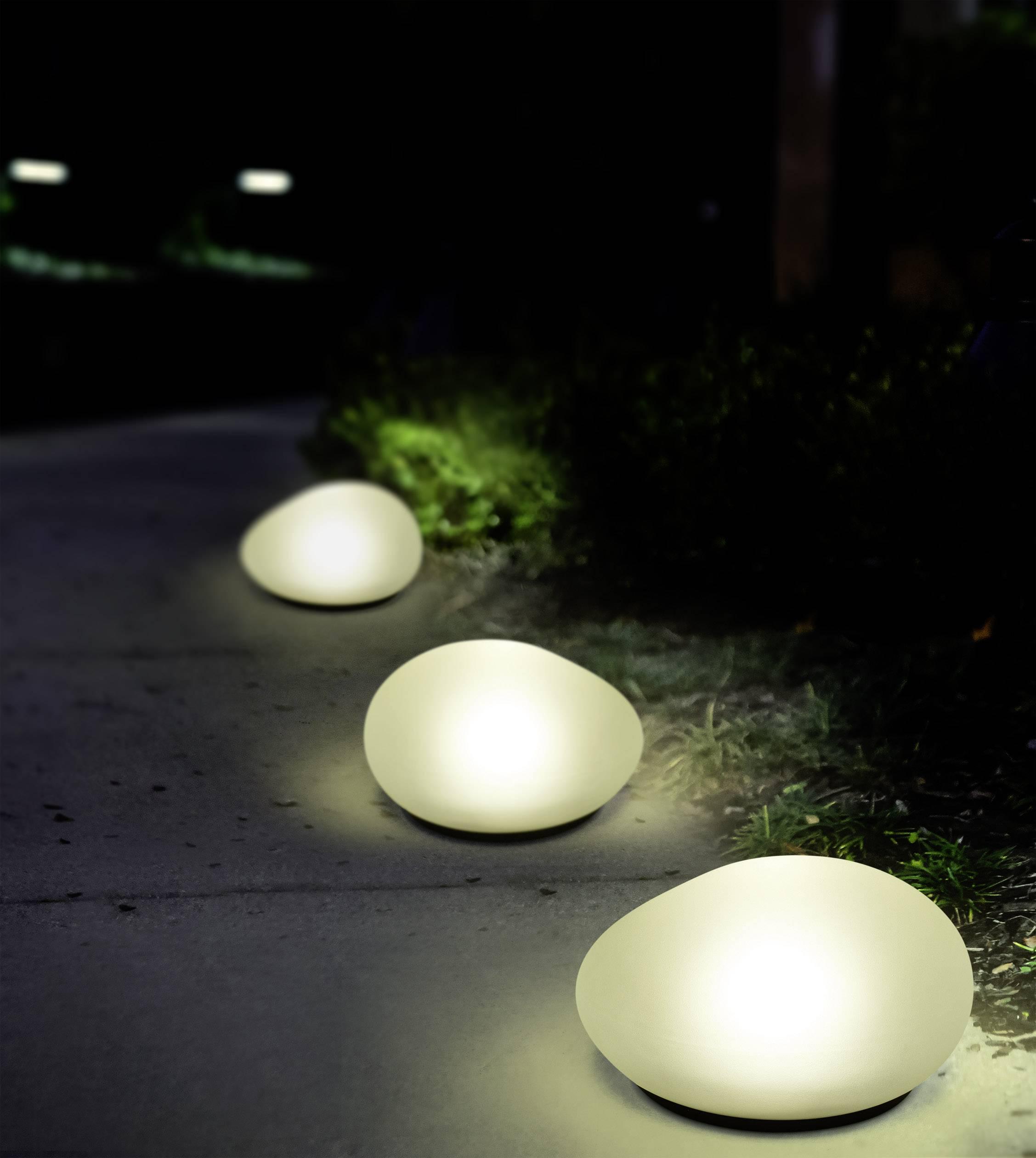biały kamien i lampy solarne