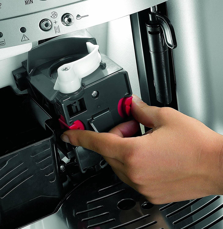 Kavni avtomat ESAM 3000 B, črne barve, 1.450 W DeLonghi