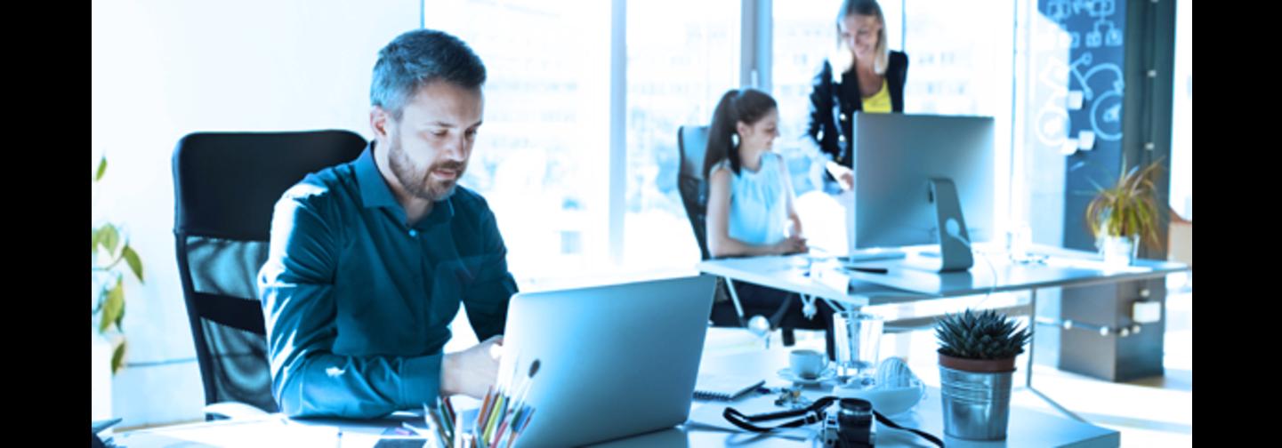 Büroausstattung und Software