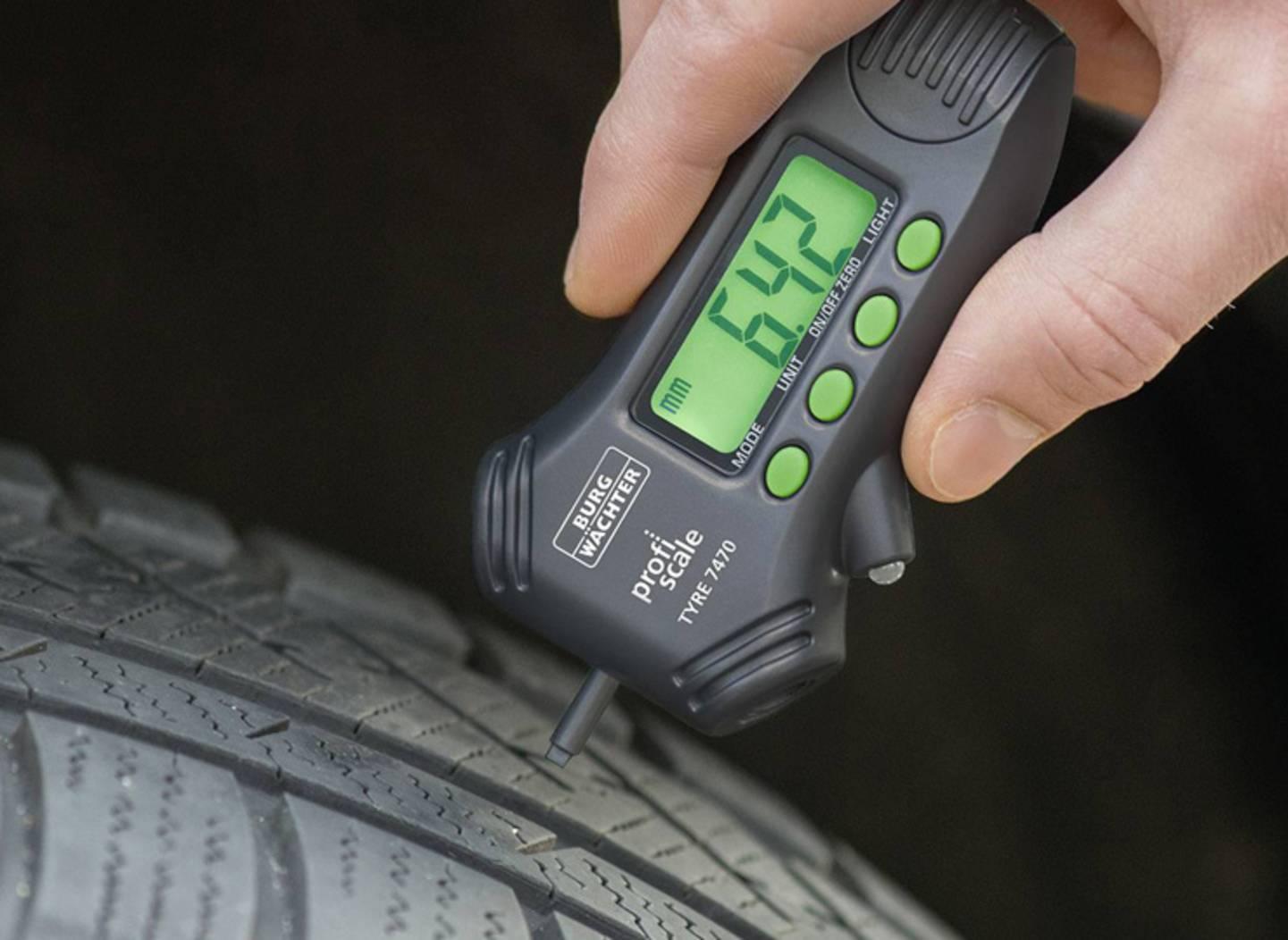 Profieltiefe prüfen - Reifenprofilmesser ansehen »
