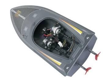 Radiostyrd båt dubbeldrivning