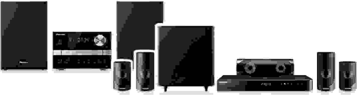 Stereoanlage (hinten) und Heimkinosystem (vorne)
