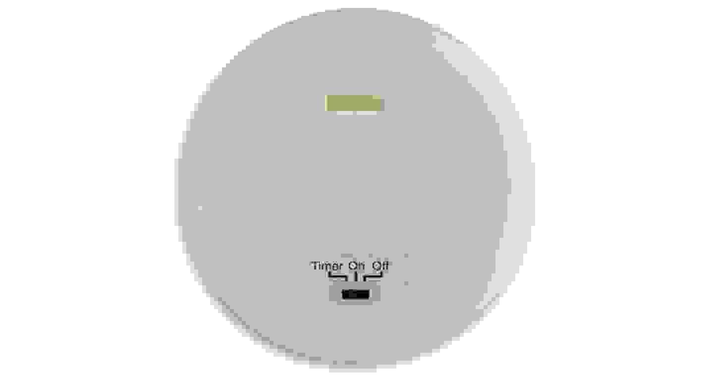 Unterseite einer LED-Kerze mit Batteriefach und Schalter für Timerfunktion