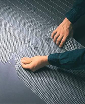 Elektrische Fußbodenheizung aufkleben