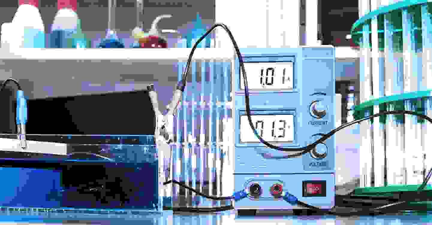 Spannungs- und Stromregelung mit Labornetzgeräten »