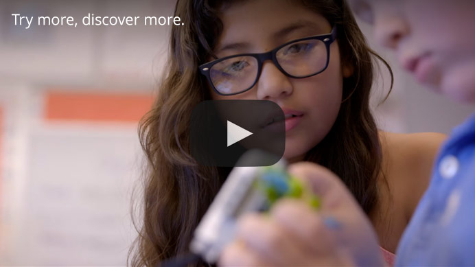 Essayer et découvrir. LEGO Education incite les élèves à suivre leur curiosité.