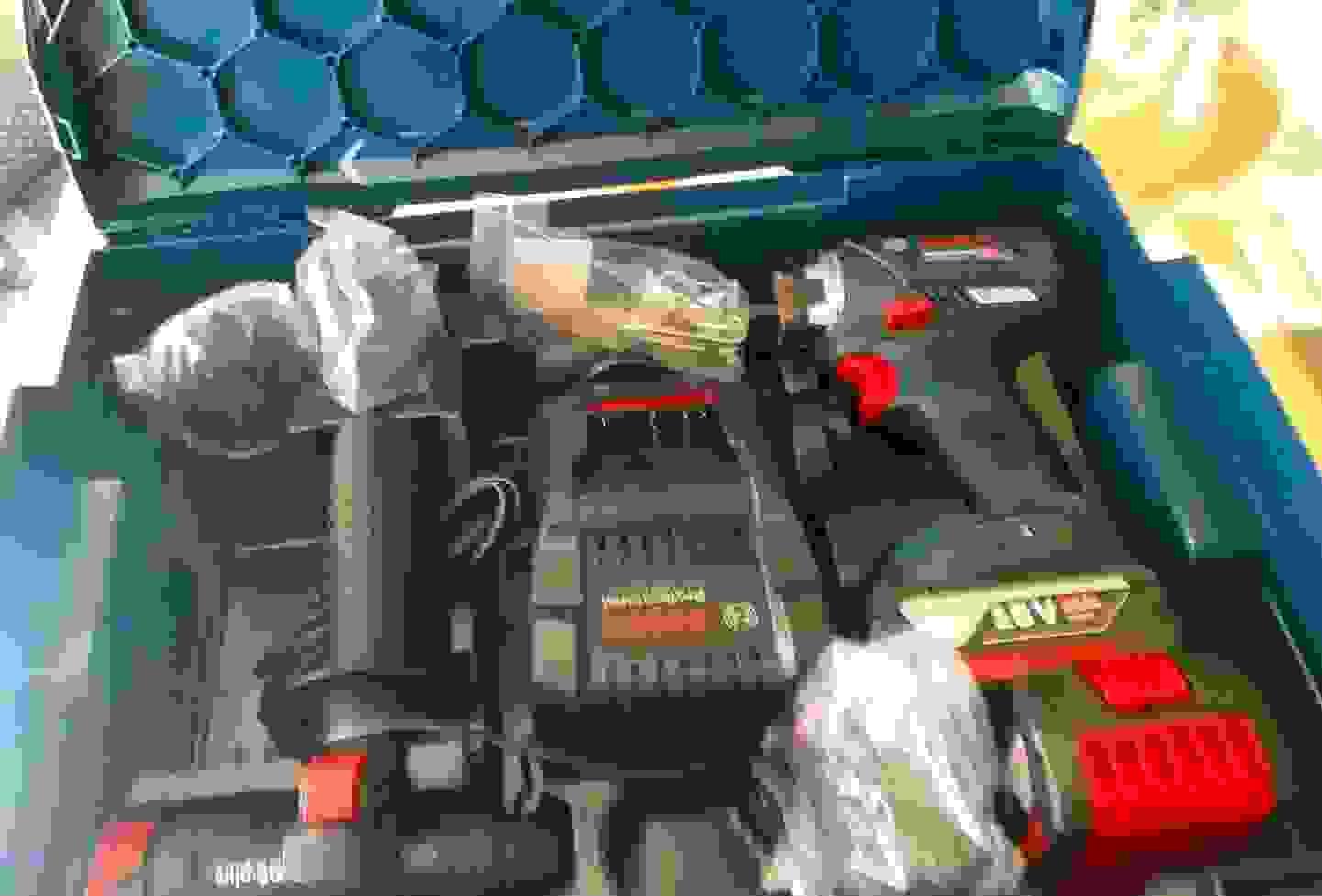 Unboxing - Koffer mit Inhalt.jpg