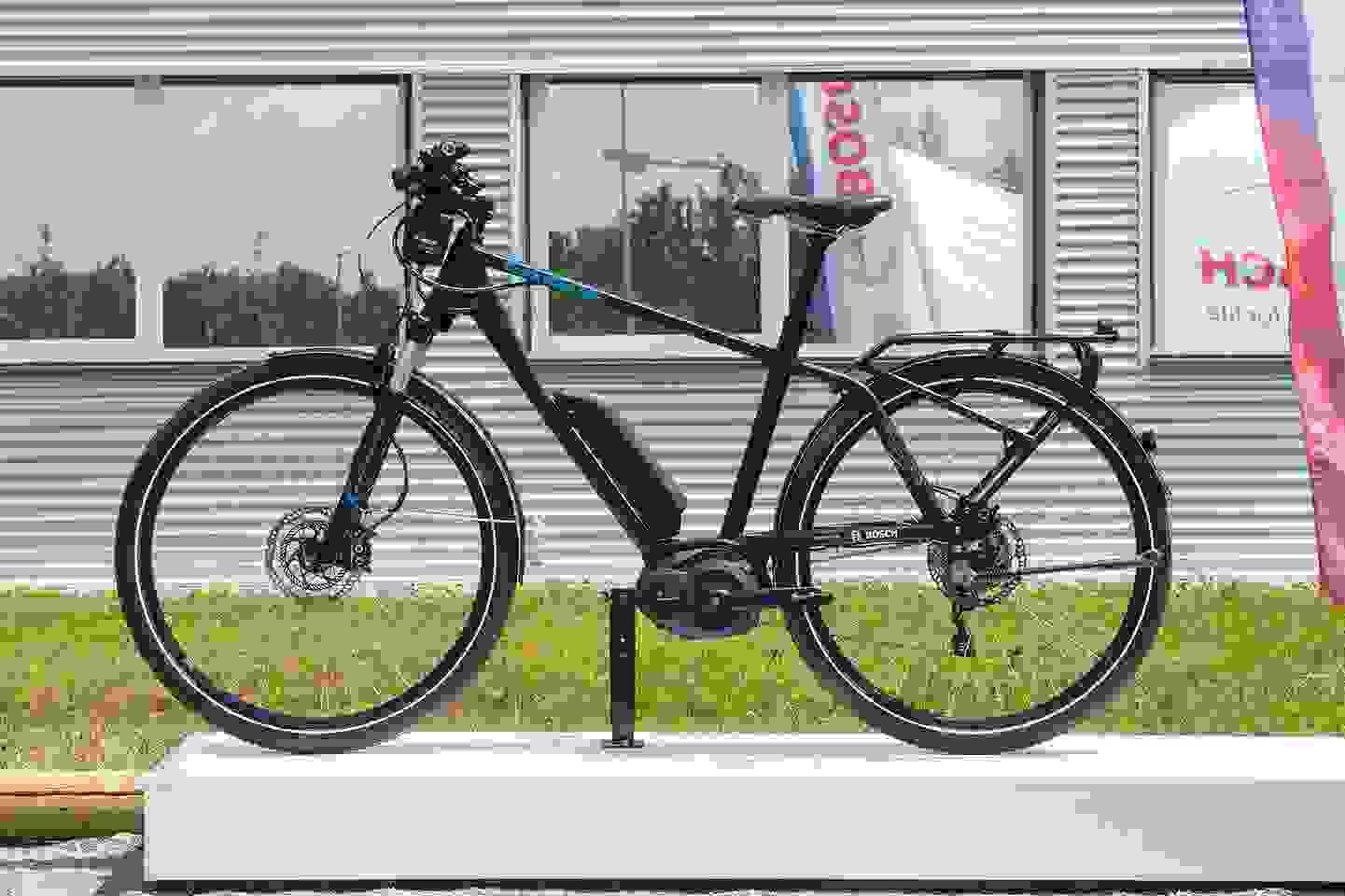 Bosch E-Bike mit Akku am Rahmen.
